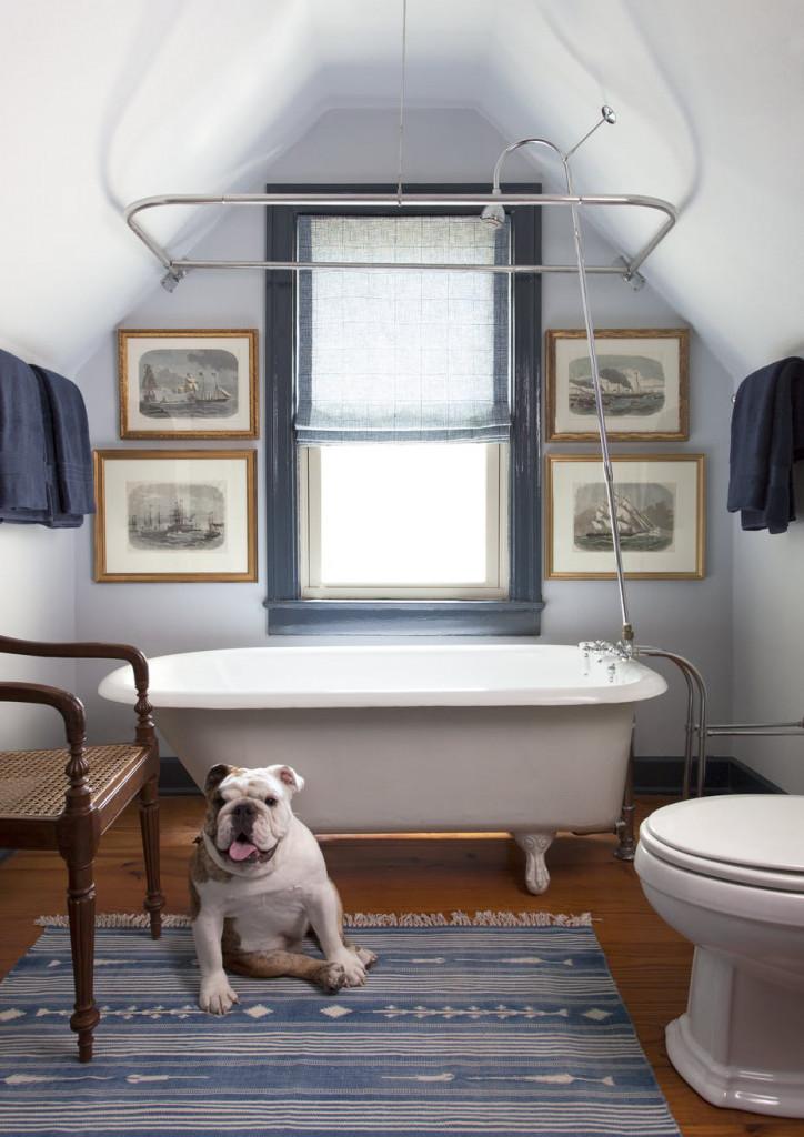 Từ phòng khách, phòng ngủ đến phòng ăn và thậm chí là phòng tắm đều có thể sử dụng tranh treo tường để trang trí