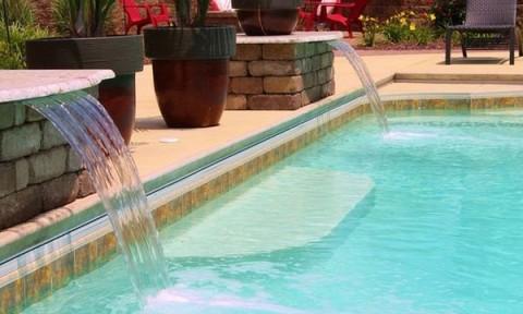 Bể bơi đẹp hơn với tiểu cảnh