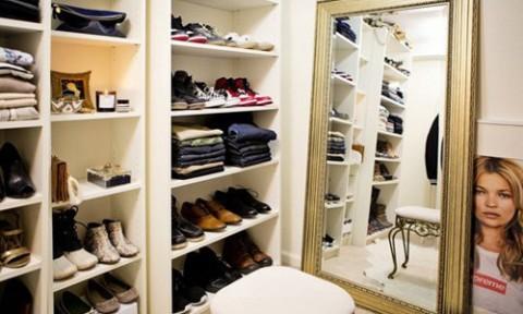 Những điều cần lưu ý khi đựng quần áo trong va li hay kệ