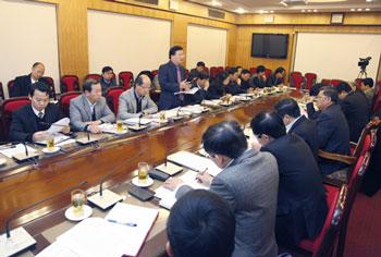 Bộ trưởng Trịnh Đình Dũng làm việc với Ủy ban Kinh tế Quốc hội về Dự thảo Luật Kinh doanh BĐS (sửa đổi)