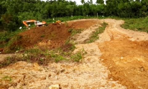 Khai thác đất trái phép phục vụ thi công hầm đường bộ Phước Tượng
