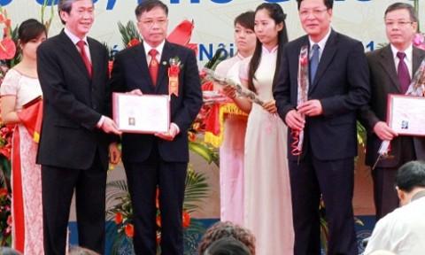 Trao Giấy chứng nhận chức danh cho 571 giáo sư, phó giáo sư