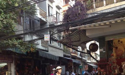 Nhà xây vượt 5 tầng ngay giữa phố cổ Hà Nội?
