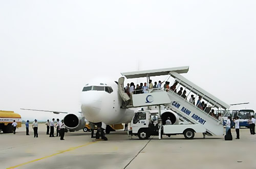 Sau 3 năm nữa sân bay Cam Ranh sẽ có 2 đường băng để đón các loại máy bay lớn hơn - Ảnh: TLTBKTSG Online