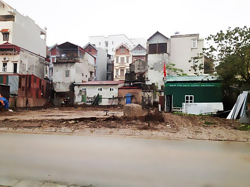 Công trình của Công ty TNHH sản xuất hàng tiêu dùng Bình Tân gây hư hại cho các hộ liền kề