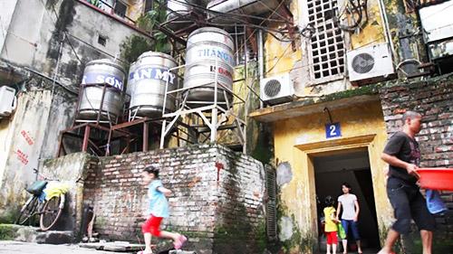 Những chung cư cũ trong nội đô Hà Nội sắp được biến thành những cao ốc (chung cư Nguyễn Công Trứ-Hà Nội)?. Ảnh: Như Ý