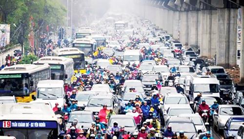 Dày đặc cao ốc nội đô tạo sức ép lên hạ tầng giao thông (ảnh chụp lúc 17h ngày 9/3). Ảnh: Như Ý