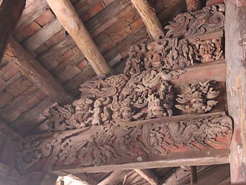 Những mảng chạm khắc tinh xảo ở đình Cổ Chế khó có thể tìm thấy trong những kiến trúc cùng thời
