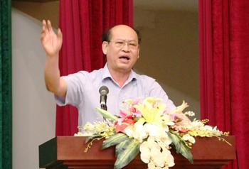 Ông Nguyễn Kim Dũng, bí thư Thành ủy Huế nhận trách nhiệm về những sai phạm trong quá trình triển khai dự án công viên cây xanh dọc sông An Cựu - Ảnh: Nguyên Linh