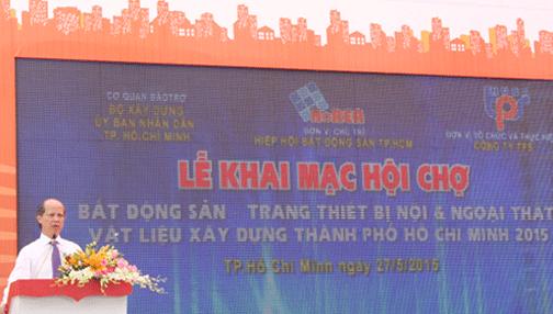 Thứ trưởng Bộ Xây dựng Nguyễn Trần Nam phát biểu tại lễ khai mạc. Ảnh: Thanh Thịnh