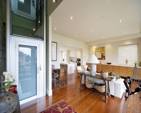 Thiết kế sang trọng, hài hòa với không gian ngôi nhà