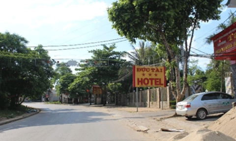 """Hà Tĩnh: Hơn 100 hộ dân phải sống """"treo"""" giữa lòng thị trấn"""