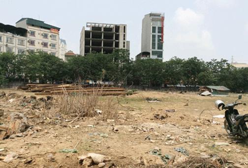 Khu đô thị Mễ Trì Hạ do Công ty Tu tạo và Phát triển nhà Hà Nội làm chủ đầu tư vẫn chỉ là một bãi đất hoang. Ảnh: Hà Lâm