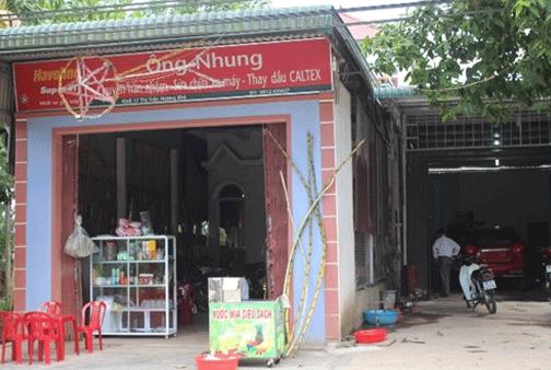 Hộ dân này ghi địa chỉ khối 17 thị trấn Hương Khê nhưng thực tế đang là công dân xóm 9 xã Phú Phong. Ảnh: Trần Tuấn.