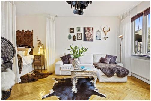 Sử dụng rèm cửa để phân chia không gian trong một căn hộ studio. Vì diện tích căn hộ khá nhỏ nên bằng cách này căn phòng trông không thoáng đãng hơn.