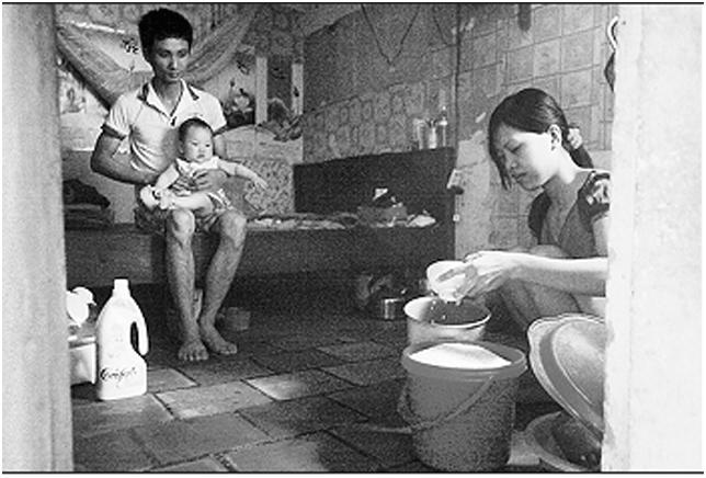 Phòng trọ rộng 8m2 của công nhân tại thôn Bầu, xã Kim Chung (Đông Anh, Hà Nội).