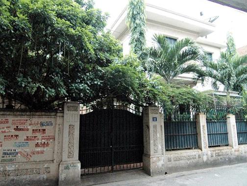 Biệt thự số 12 Nguyễn Chế Nghĩa (Hoàn Kiếm, Hà Nội) tiêu biểu cho câu chuyện nhà ở công vụ bị sử dụng sai mục đích.