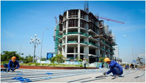 Công trình tổ hợp khách sạn, căn hộ cao cấp Mường Thanh đang xây dựng tại đầu cầu Trần Phú, TP Nha Trang - Ảnh: Tiến Thành