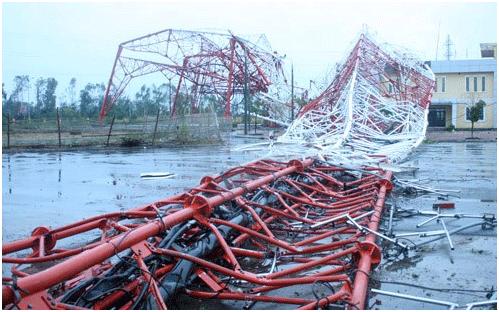 Tháp truyền hình Nam Định cao 180m bị sập đổ năm 2012. Ảnh: Trọng Nghiệp