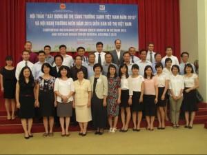Các thành viên VUF chụp ảnh lưu niệm tại Hội nghị thường niên VUF 2015.