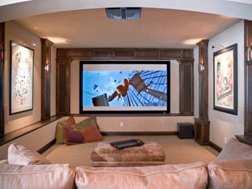 Đối với phòng giải trí thì nên sử dụng các tông màu sẫm, bề mặt ít phản quang để tránh bị mất tập trung trong lúc nghe nhạc hoặc xem phim, tránh bị lòa mắt - Ảnh minh họa.