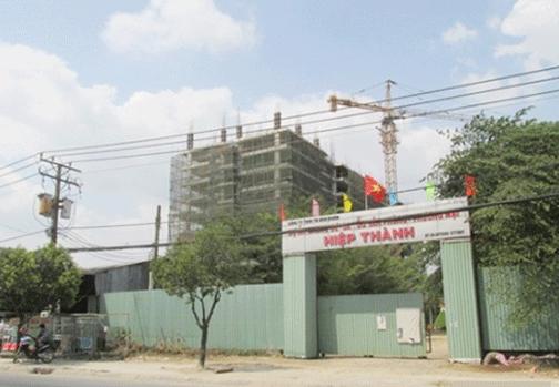 Dự án chung cư Hiệp Thành đã xây dựng đến tầng 10 mới bị đình chỉ thi công vì không có giấy phép xây dựng.