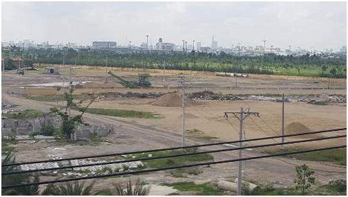 Một khu của sân golf Tân Sơn Nhất hiện vẫn đang chờ tiếp tục thi công (ảnh: T.Q)