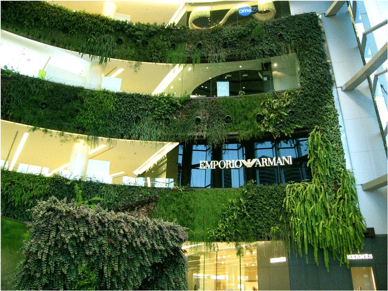 Một góc xanh của trung tâm thương mại Siam Paragon (Thái Lan)