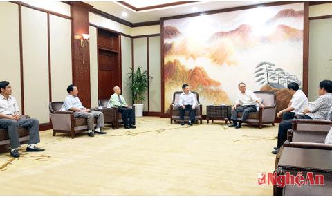 Lãnh đạo tỉnh Nghệ An làm việc với Tập đoàn VinGroup