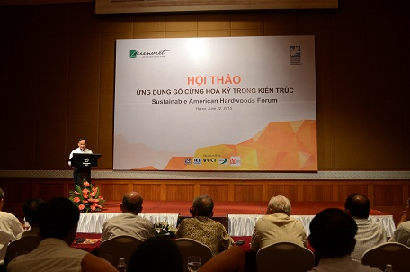 KTS Nguyễn Tấn Vạn – Chủ tịch Hội Kiến trúc sư Việt Nam phát biểu tại buổi hội thảo