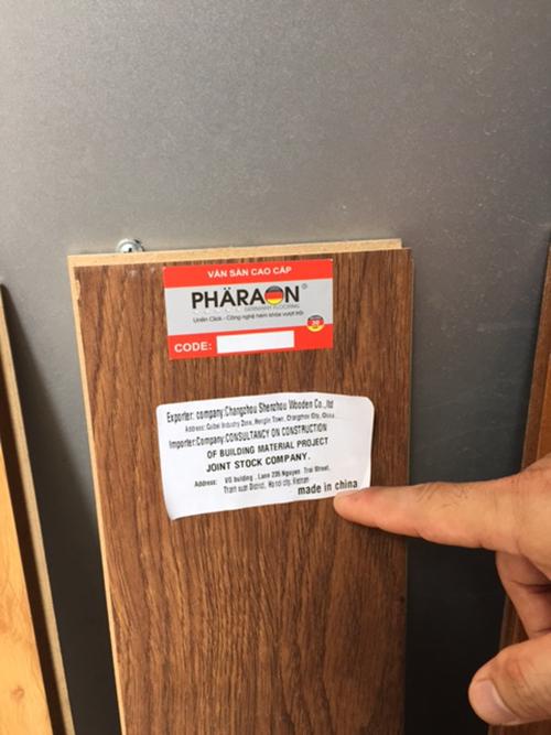 Ván gỗ có dấu hiệu giả mạo nhãn hiệu nổi tiếng
