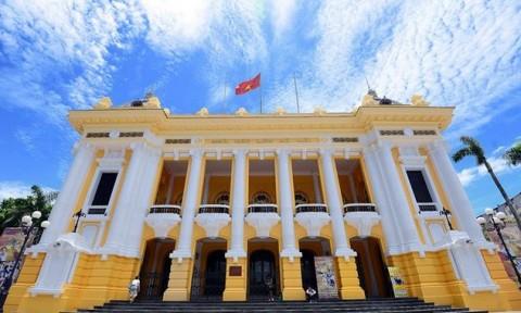 Ứng xử với di sản qua chuyện sơn lại Nhà hát Lớn Hà Nội
