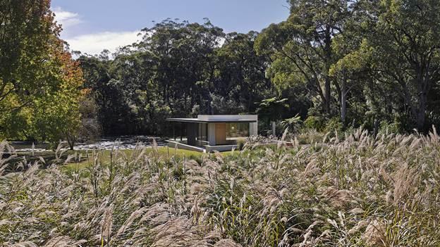 Wirra Willa Pavilion, tiếng bản địa Úc, có nghĩa là cây xanh. Kiến trúc sư cho biết, mục đích của dự án này là để kết nối giữa cảnh quan và địa điểm, cung cấp cho người cư ngụ một không gian thoáng đãng được bao quanh bởi những khu vườn trưởng thành.
