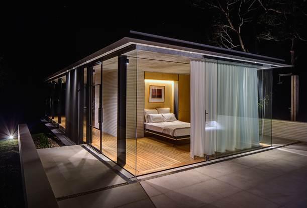 Tính linh hoạt là điểm chính để thiết kế nội thất cho các phòng, như giường có thể gấp lên thành một bức tường để tạo ra không gian tối đa cho phòng ngủ.