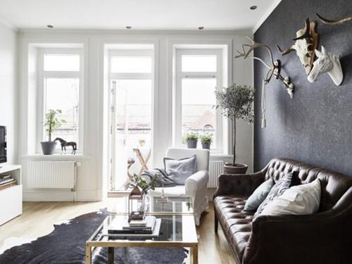 Những tông màu trầm, trung tính giúp chủ nhà có được cảm giác bình yên khi trở về nơi ở.