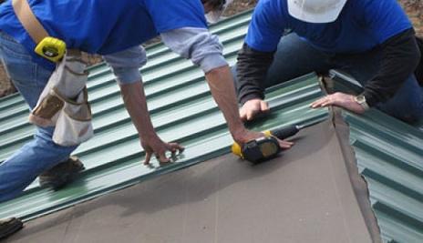 Tôn là vật liệu dễ lắp đặt cho mái nhà, mức giá từ 90.000 – 250.000 đồng/m2. Tuy nhiên, yếu điểm của tôn là khả năng hấp thụ nhiệt cao, để khắc phục người mua có thể chọn tôn ép dính lớp PU, tôn mạ kẽm.