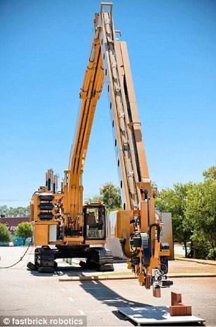 Với cánh tay robot dài 28 mét, Hadrian có khả năng xây 1.000 viên gạch trong thời gian 1 giờ