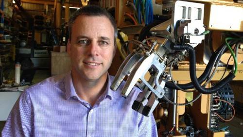 Mark Pivac - người sáng lập Fastbrick Rôbốtics và là nhà phát minh rôbốt lát gạch đầu tiên của thế giới.