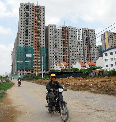 Thi công xây dựng chung cư tại phường Bình Khánh, quận 2. Ảnh: HTD