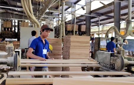 Xuất khẩu sản phẩm gỗ: Cơ hội và rào cản