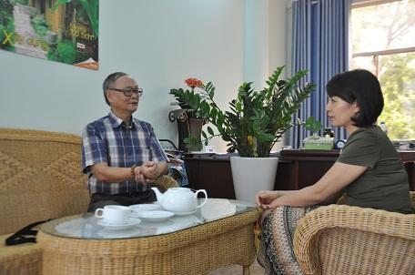 GS.KTS Hoàng Đạo Kính trao đổi với TBT Tạp chí KTVN Phạm Thị Thanh Huyền