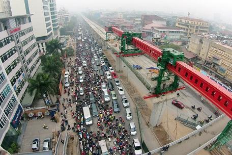 Giải phân cách giữa 2 làn đường được khai thác xây dựng tuyến đường sắt trên cao
