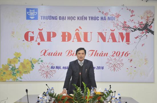 PGS.TS.KTS. Lê Quân - Bí thư Đảng ủy, Hiệu trưởng Nhà trường phát biểu tại buổi Gặp mặt đầu xuân Bính Thân 2016