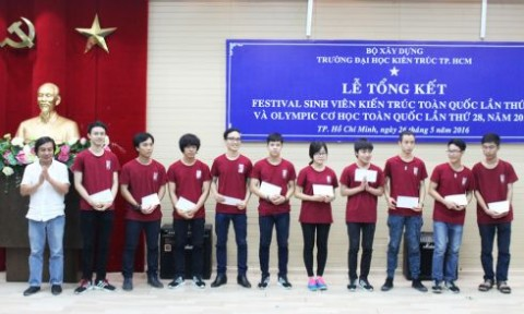 """Khen thưởng các giảng viên, sinh viên tham gia 'Festival SV Kiến trúc' và """"Olympic Cơ học"""""""