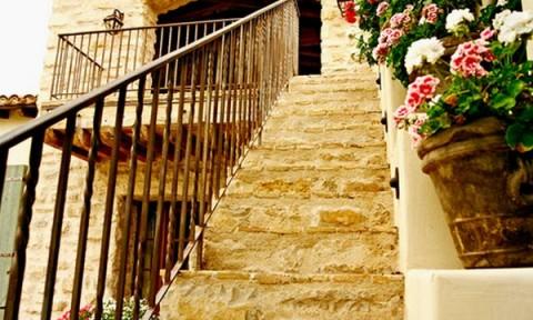 Tiêu chí chọn vật liệu ốp cầu thang ngoài trời