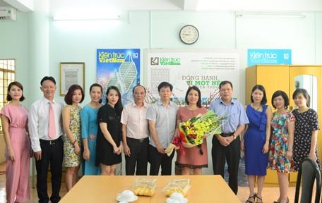 Lãnh đạo Viện Kiến trúc Quốc gia chúc mừng tạp chí Kiến trúc Việt Nam nhân ngày 21/6