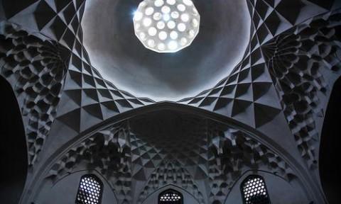 Chiêm ngưỡng các tác phẩm nghệ thuật ngay trên trần nhà ở Iran