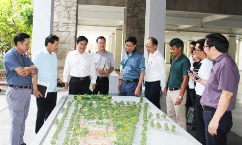 Thứ trưởng Bộ Xây dựng Nguyễn Đình Toàn làm việc với Đại học Kiến trúc TP.Hồ Chí Minh