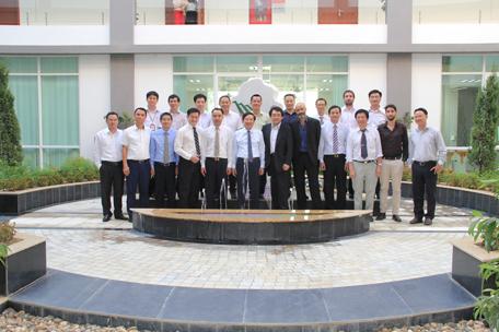 Lãnh đạo khu CNC Hòa lạc, Chuyên gia và nhà khoa học tham dự hội thảo chụp ảnh kỷ niệm
