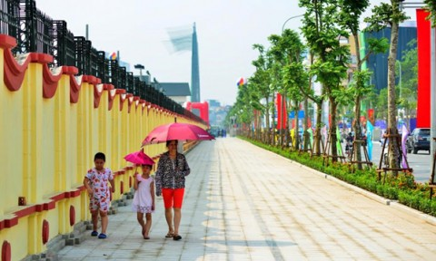 Hà Nội sử dụng đá tự nhiên lát mới vỉa hè tại 12 quận